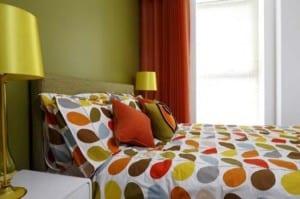 schlafzimmer wandfarbe - farbgestaltung schlafzimmer grün und orange