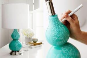 tischlampe aus blauem glas selber dekorieren