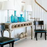 sideboard antik in weiß mit symmetrische dekoration aus weißen Tischlampen-Hauseingang dekorieren