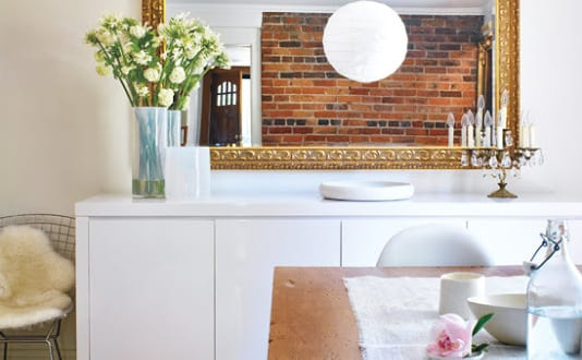 Sideboard dekorieren mit wandspiegel freshouse - Sideboard dekorieren ...