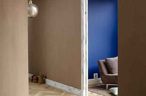 Wandfarbe braun farbgestaltung flur