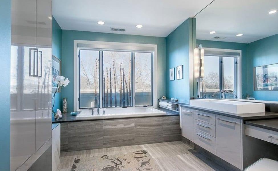 Badezimmer streichen mit wandfarbe blau farbgestaltung mit for Bad deko schwarz