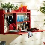 DIY Wandregal aus Holz in rot für den Balkon