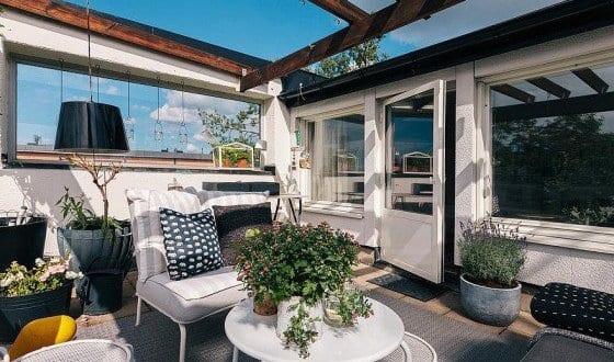 beschattung terrasse und terrassen dekorieren mit wei en gartenm beln und diy kerzenhaltern. Black Bedroom Furniture Sets. Home Design Ideas