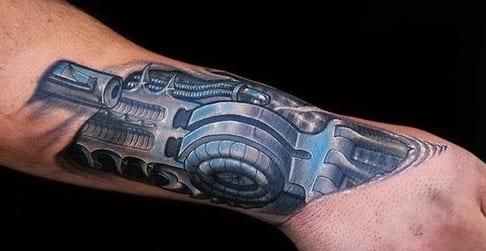 coole idee f r unterarm tattoo biomechanik freshouse. Black Bedroom Furniture Sets. Home Design Ideas
