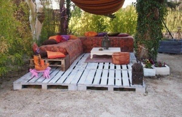 Garten Ideen Mit Podest Und Gartenmobel Weiss Aus Europaletten