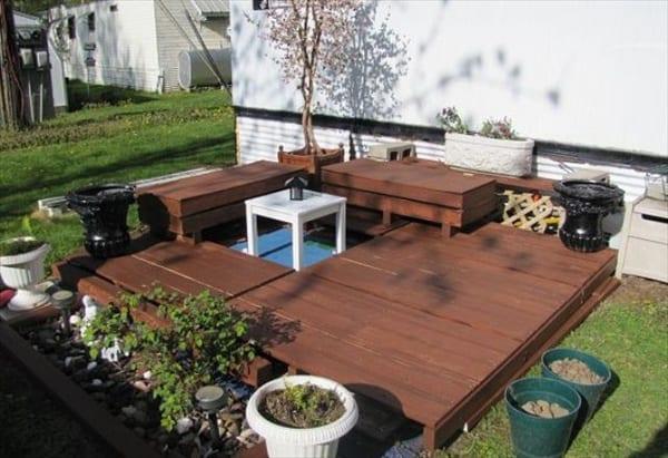 Gartengestaltung Mit Podest Und Mobel Aus Paletten In Braun Freshouse