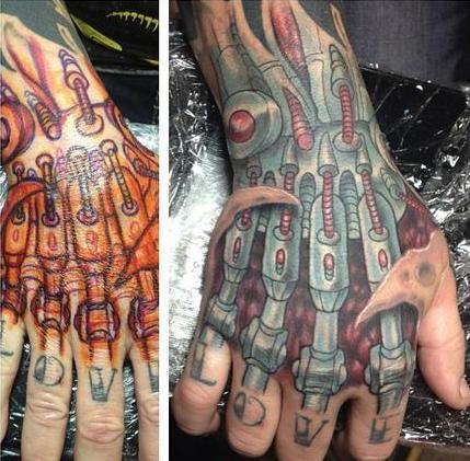 ideen f r tattoo biomechanik hand freshouse. Black Bedroom Furniture Sets. Home Design Ideas