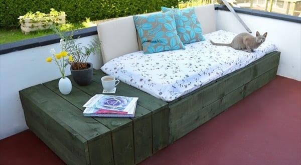 kaffeetisch und sofa aus europaletten gartenm bel aus paletten freshouse. Black Bedroom Furniture Sets. Home Design Ideas