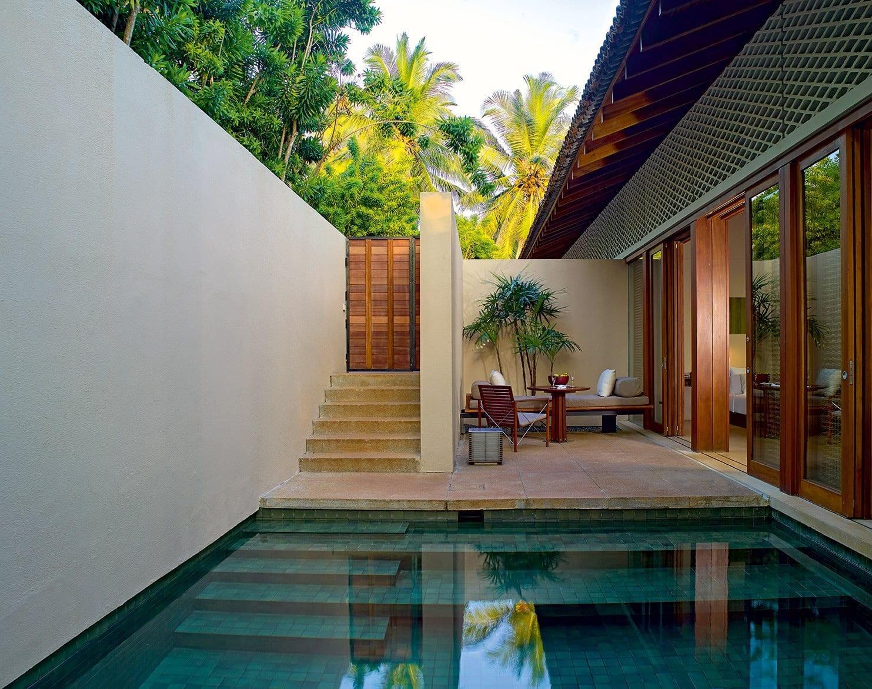 Pool design holz  kleine terrasse gestalten mit pool und terrassenmöbel holz - fresHouse