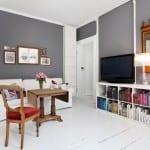 Zweiraumwohnung-modernes wohnzimmer interior mit graune wänden und weißem boden-wände streichen-wohnzimmer farbgestaltung