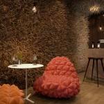 restaurant interior design mit extravaganter Raumgestaltung-farbgestaltung in braun mit sesseln in orange