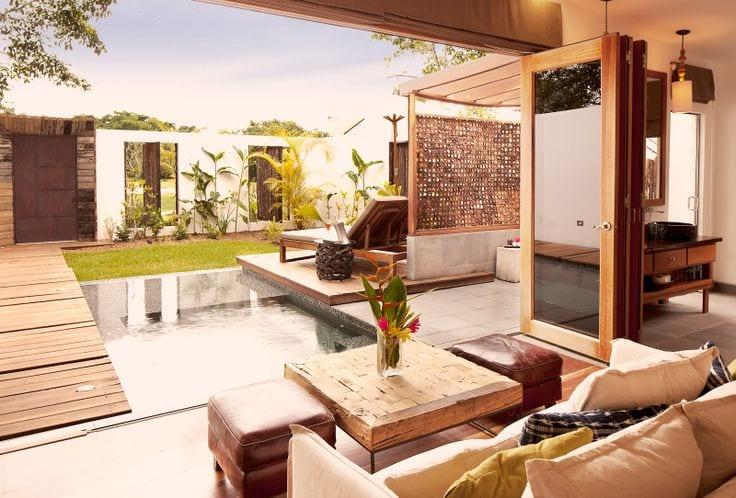 Luxus terrassengarten mit puul und holz bedachung freshouse for Terrassengarten gestalten