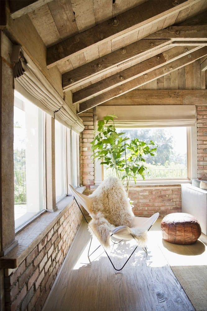 mein wohnzimmer mit ziegeln und dachschräge holz - fresHouse