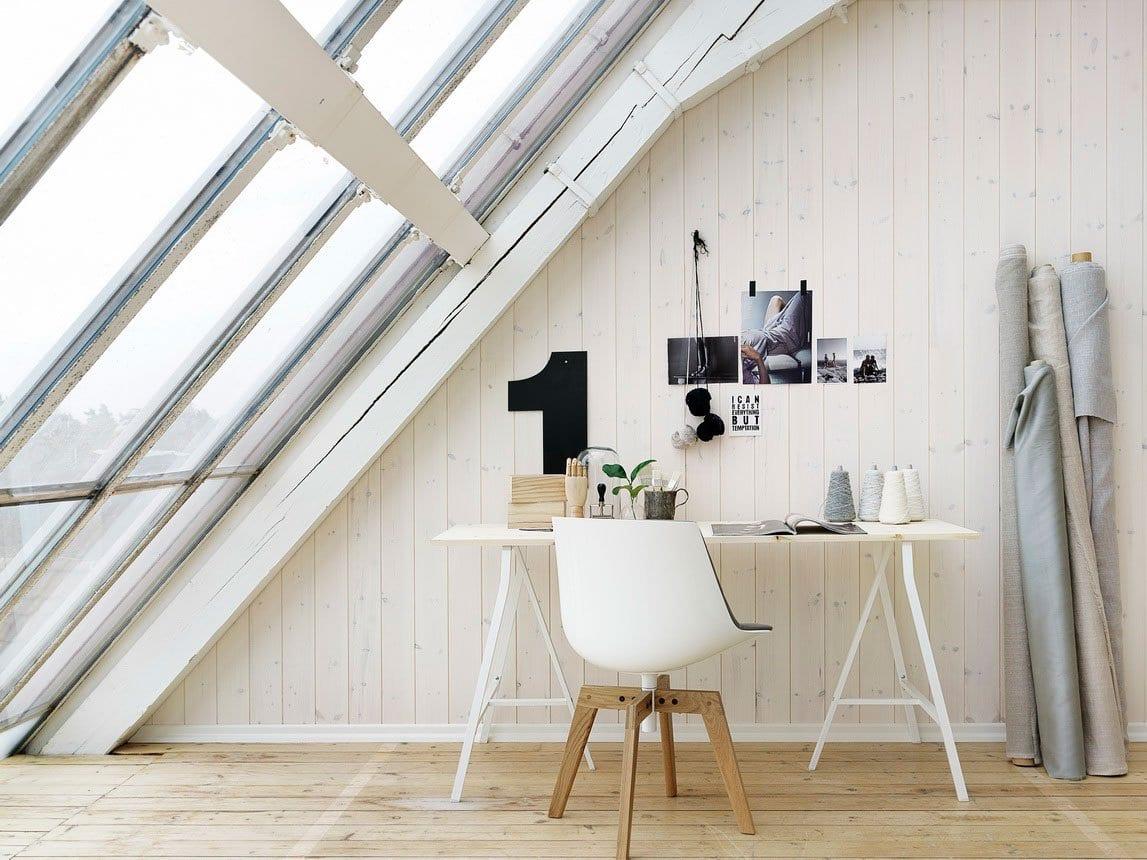 mein wohnzimmer rustikal mit dachschr ge holz und wei e w nde aus holz freshouse. Black Bedroom Furniture Sets. Home Design Ideas