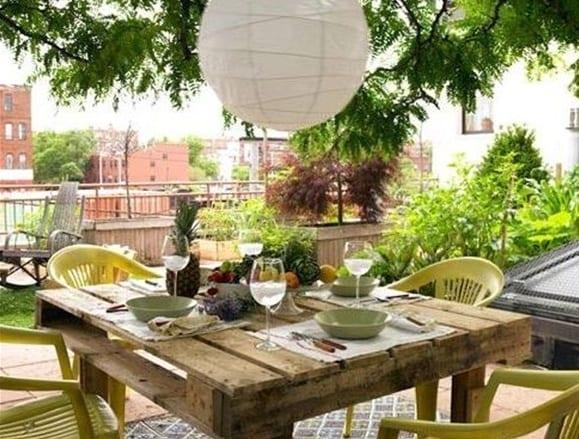 Sch ne gartenideen mit tisch aus europaletten freshouse for Gartendeko tisch