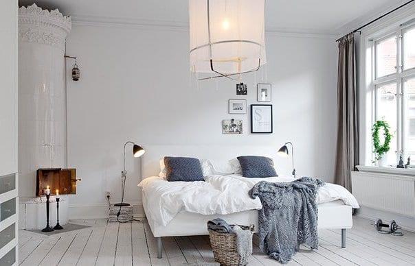 Schlafzimmer Inspiration In Weiß Mit Rundkamin Weiß Und Moderner  Deckenleuchte Schlafzimmer Design Inspirations