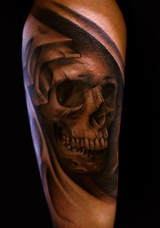 Tattoo Biomechanik Mit Totenkopf Freshouse
