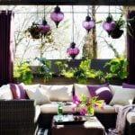 moderne terrasse mit teppich und beschattung terrasse in schwarz und lila dekorieren