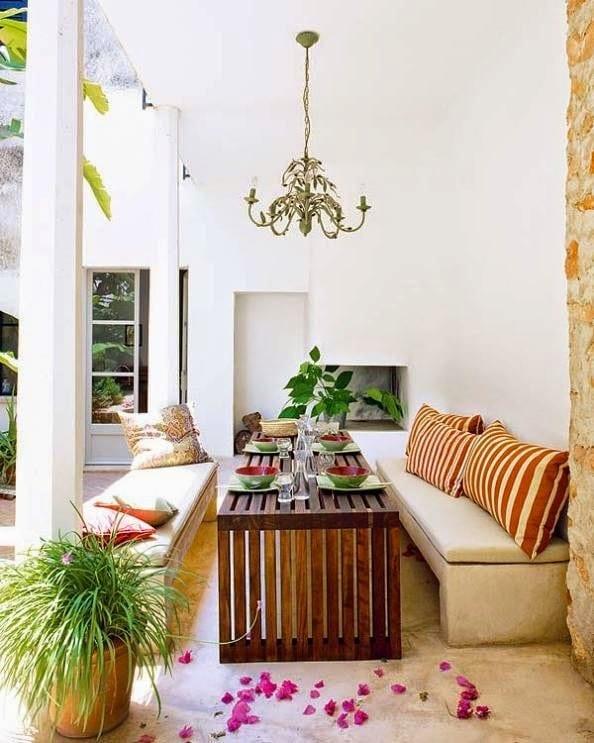 terrasse gestalten in wei mit sitzb nke aus naturstein. Black Bedroom Furniture Sets. Home Design Ideas