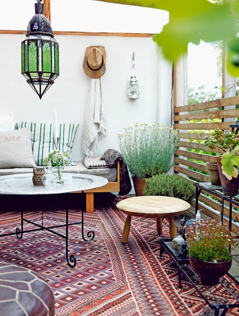 Terrasse Gestalten Mit Teppich Rustikal Und Runde Tischen Freshouse