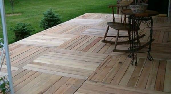 terrassengestaltung mit paletten für bodenbelag
