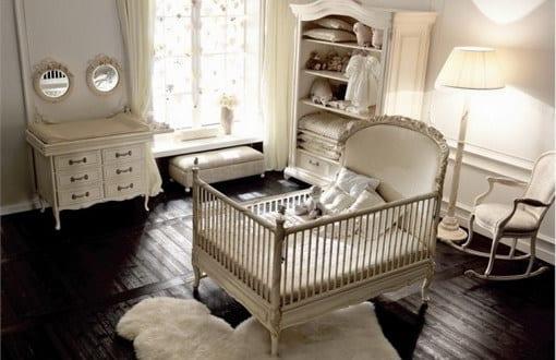 babyzimmer landhaus mit holzboden und weißen babyzimmermöbeln ...