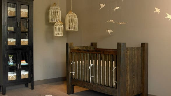 GroBartig Babyzimmer Massiv Mit Wandfarbe Braun Und Vögeldeko Babyzimmer