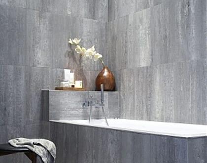 Badezimmer grau mit wandverkleidung aus naturstein freshouse - Farbgestaltung badezimmer grau ...