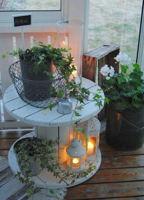 balkon ideen mit rundtisch wei freshouse. Black Bedroom Furniture Sets. Home Design Ideas