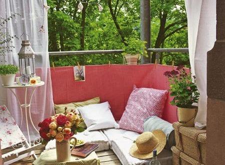 balkon ideen mit sichtschutz und sitzkissen freshouse. Black Bedroom Furniture Sets. Home Design Ideas