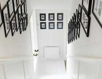 Kreative Wandgestaltung Treppe Mit Schwarzen Bilderrahmen - Freshouse