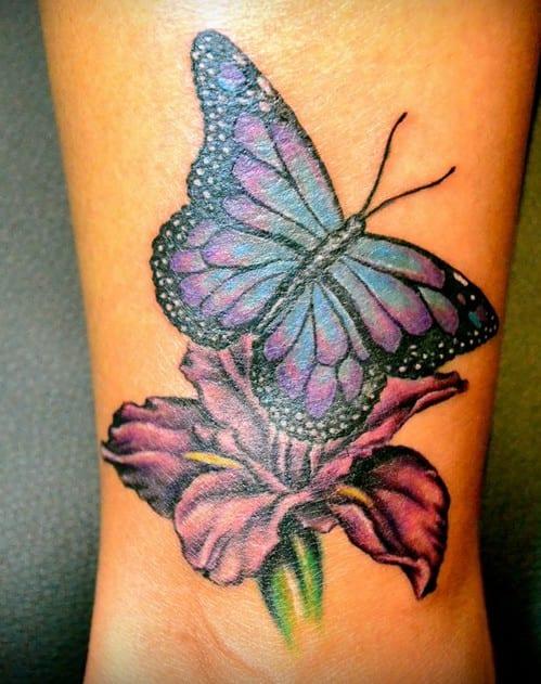 Lila Blume Tattoo Mit Rosa Blau Schmetterling Tattoo Bein Freshouse