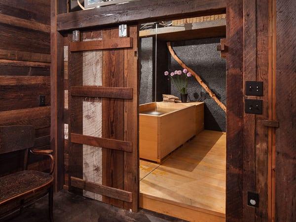 Luxus Badezimmer Design Mit Schiebetür Aus Holz Und Freistehende