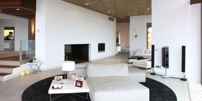 Lieblich Luxus Wohnzimmer Interior Design In Weiß Mit Schwarzem Traumteppich Rund