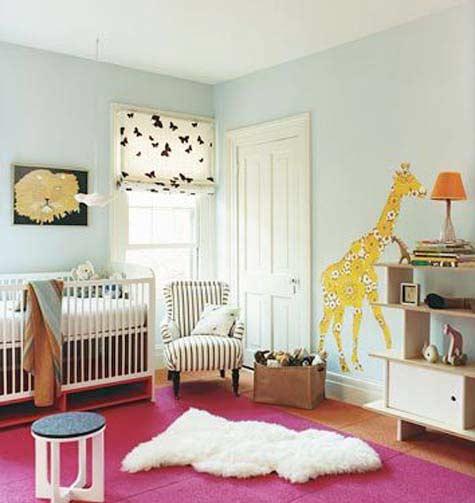 m dchen babyzimmer einrichten mit wandtattii giraffe und babyzimmer teppich rosa freshouse. Black Bedroom Furniture Sets. Home Design Ideas