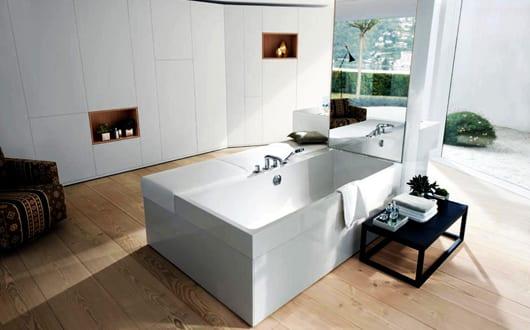 Moderne Badezimmer Ideen Für Luxus Badezimmer Einrichten Mit Holzboden Und  Badewanne Mit Sitzbank