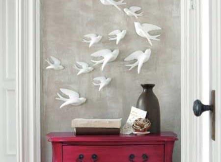 sideboard dekorieren und wanddeko flur mit wei en v geln freshouse. Black Bedroom Furniture Sets. Home Design Ideas