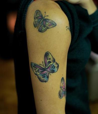 Tattoo schmetterling als tattoovorlage oberarm freshouse - Tattoo dekoltee ...
