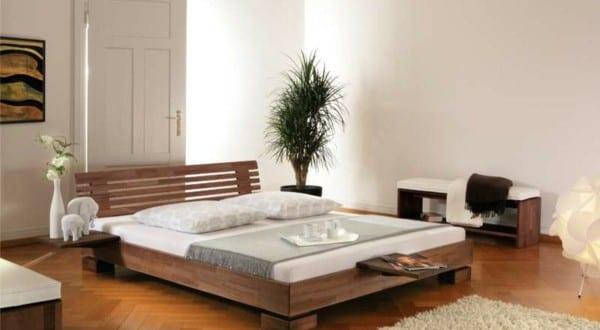 Wasserbett Im Schlafzimmer Mit Parkett Und Sitzbank Holz FresHouse - Schlafzimmer mit wasserbett
