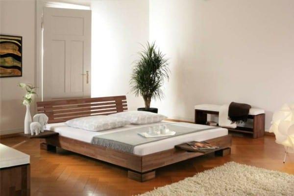 wasserbett im schlafzimmer mit parkett und sitzbank holz - fresHouse