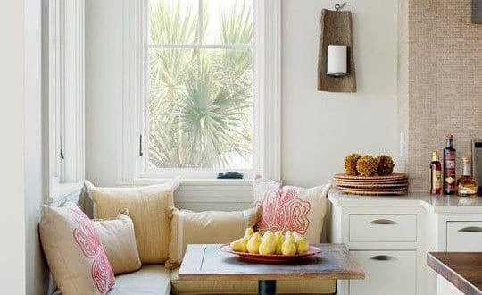wei e sitzecke mit quadratischem esstisch holz f r k che wei freshouse. Black Bedroom Furniture Sets. Home Design Ideas