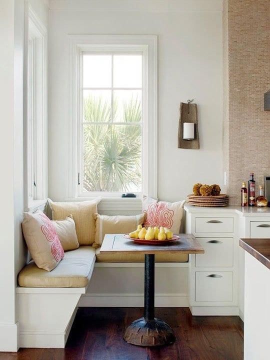 weiße sitzecke mit quadratischem Esstisch holz für küche weiß ...
