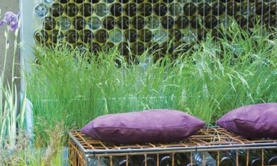 Wanddeko Garten Und DIY Gartenbank Aus Flaschen