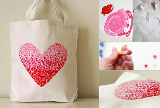 coole-bastelidee-für-weiße-DIY-Stofftasche-mit-Herz-aus