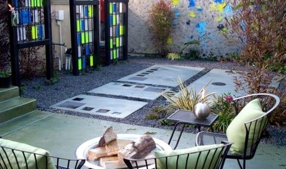 Cooles GartenInterior Mit Kies Und Kreative Gartendeko Aus Holz