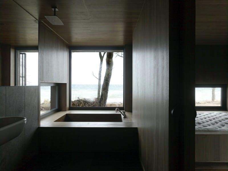 luxus badezimmer design mit holzverkleidung und ...