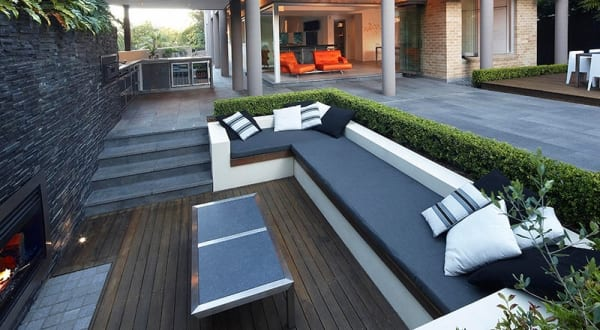 traumgarten mit kamin und sitzecke garten in schwarz weiß - fresHouse