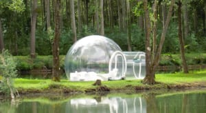 Attrap-Rêves-Bubble-Hotel-in-Frankreich für urlaub im wald