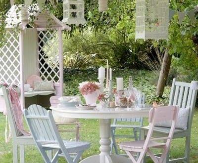 Gartenparty in weiß mit weißen Vogelkäfigen